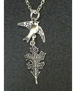 "Good Quality Bird Sparrow Carrying Oak Leaf Charm Tibetan Silver 18"" Nec... - $250,38 MXN"
