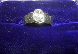 V06 AVON sz 6 ring: oval solitaire atop designed silver scallop band. Gift bag   - $4.99