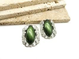 Vintage Sarah Coventry Large Green Thermoset Silver Tone Clip On Earring... - $20.99