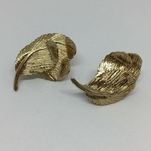 Vintage Signed Valenza Gold Tone Leaf Screw Back Earrings Circa 1960's - $14.99