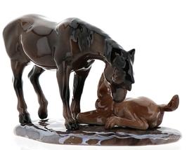 Hagen-Renaker Specialties Ceramic Horse Figurine Mustang Mare with Colt image 3