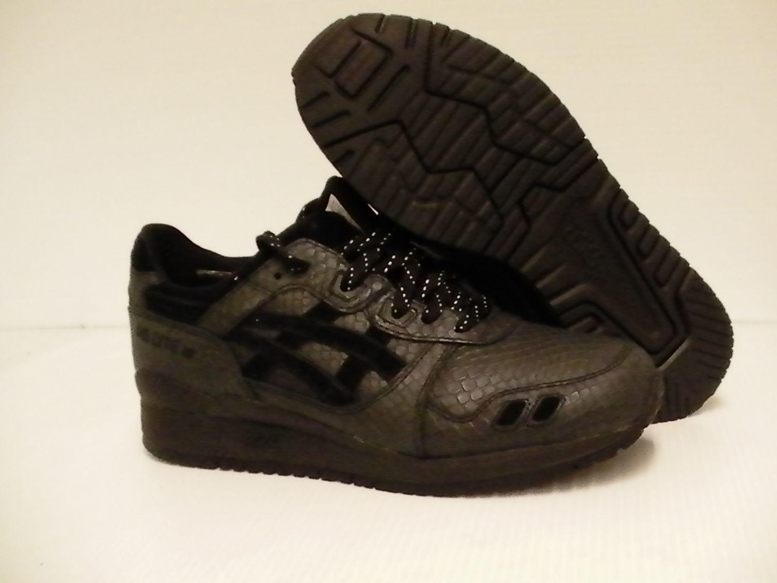 293877afbd2d8 Asics running shoes Gel-Lyte III black and 30 similar items. 57