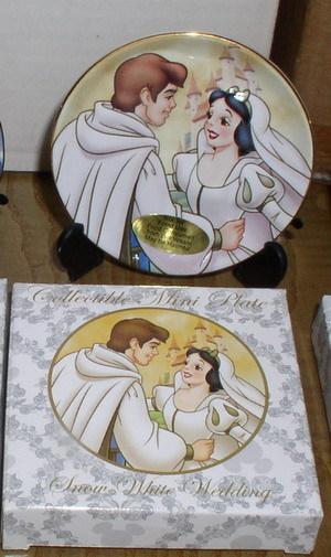 Disney  Snow White & Prince Wedding Porcelain Plate