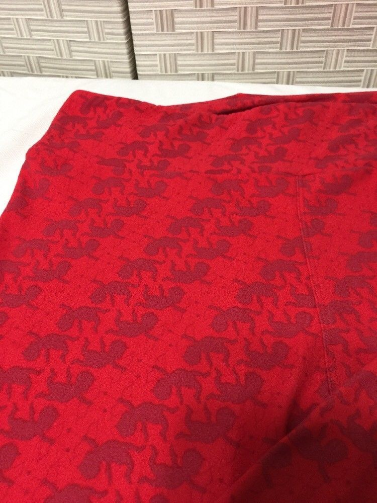 LulaRoe Tall & Curvy TC Leggings Valentine Red  Cupid Design  Nwot image 3