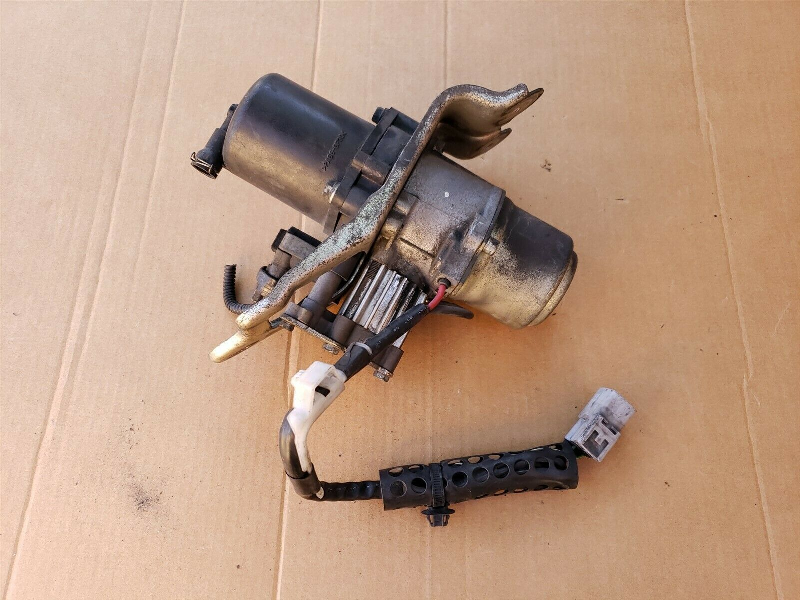 04-07 Toyota Sequoia Air Suspension Compressor Ride Height Pump,