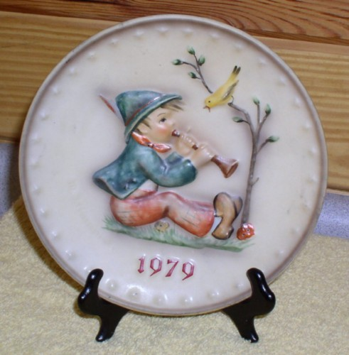 M.J. Hummel 1979 Singing Lessons Plate