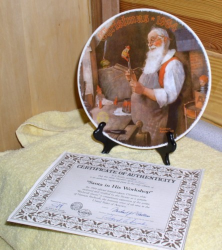 Santa in his workshop made of porcelain Plate