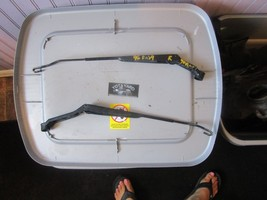 1996 TOYOTA RAV4 LEFT AND RIGHT WINDSHIELD WIPER ARMS SET OEM YOTA YARD. - $44.55