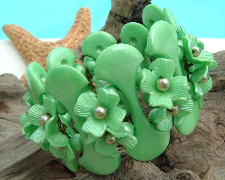 Primary image for Vintage Plastic Thermoset Flowers Clamper Bracelet Mint Green Chunky