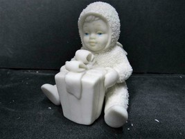 """CAN I OPEN IT NOW 68381"" Dept 56 D56 Snowbabies CHRISTMAS FIGURINE - $4.74"