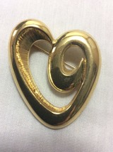 Vintage Brooch Monet Signed Heart Shaped Gold Tone. - $5.25
