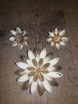 Sarah Coventry flower brooch and Earring Set Brown Wood Leaf Gold Plated - $18.61