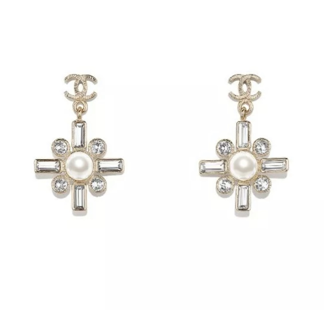 SALE* NEW AUTHENTIC Chanel 2019 Gold CC Pearl Crystal Piercing Earrings RARE