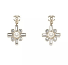 SALE* NEW AUTHENTIC Chanel 2019 Gold CC Pearl Crystal Piercing Earrings RARE image 1
