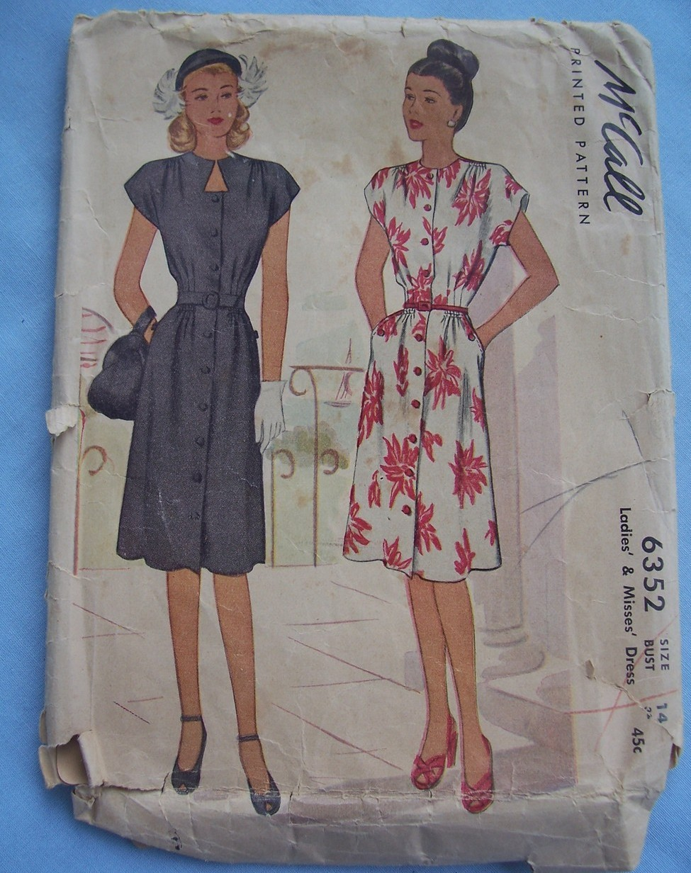 6352 McCalls 1946 Keyhole/Cocktail Dress 14/32 Vintage Patte McCall's