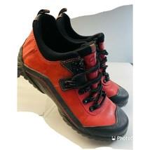 clarks muckers waterproof women's shoes red/black size 6m - $36.17