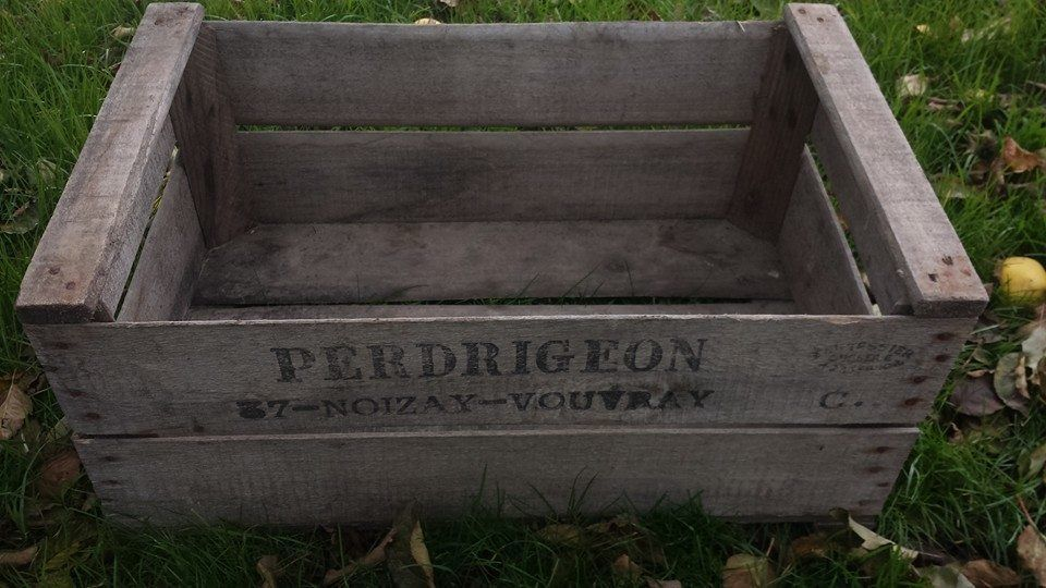 "VINTAGE WOOD ""PRE WAR"" PEAR FRUIT CRATE RUSTIC OLD BUSHEL BOX SHABBY CHIC"