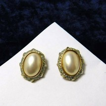 Vintage Vendome by Coro Clip on Earrings Faux Pearl Cab Gold Plate Rhine... - $31.93
