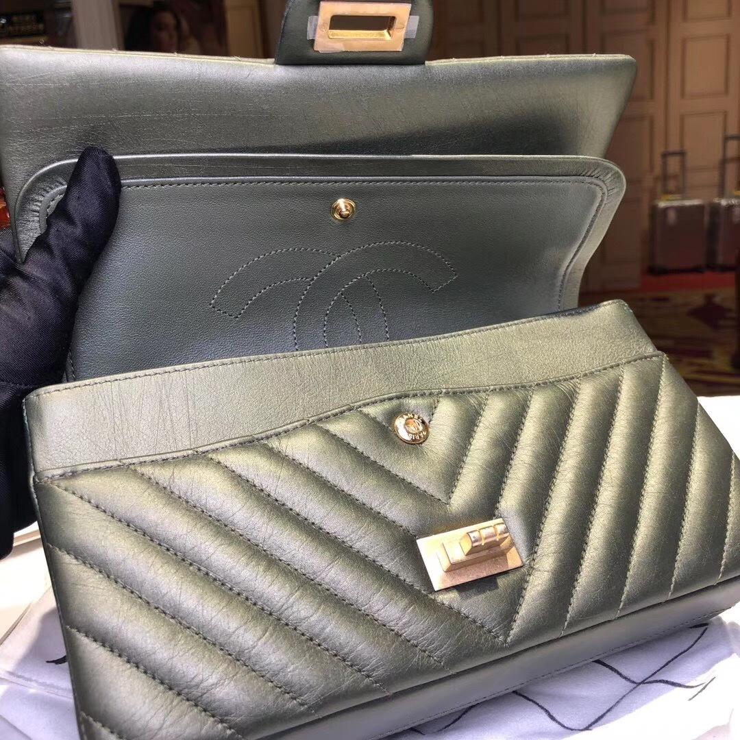 3037dbb43f68 100% AUTHENTIC Chanel 2.55 Reissue IRIDESCENT GREEN CHEVRON 226 ...