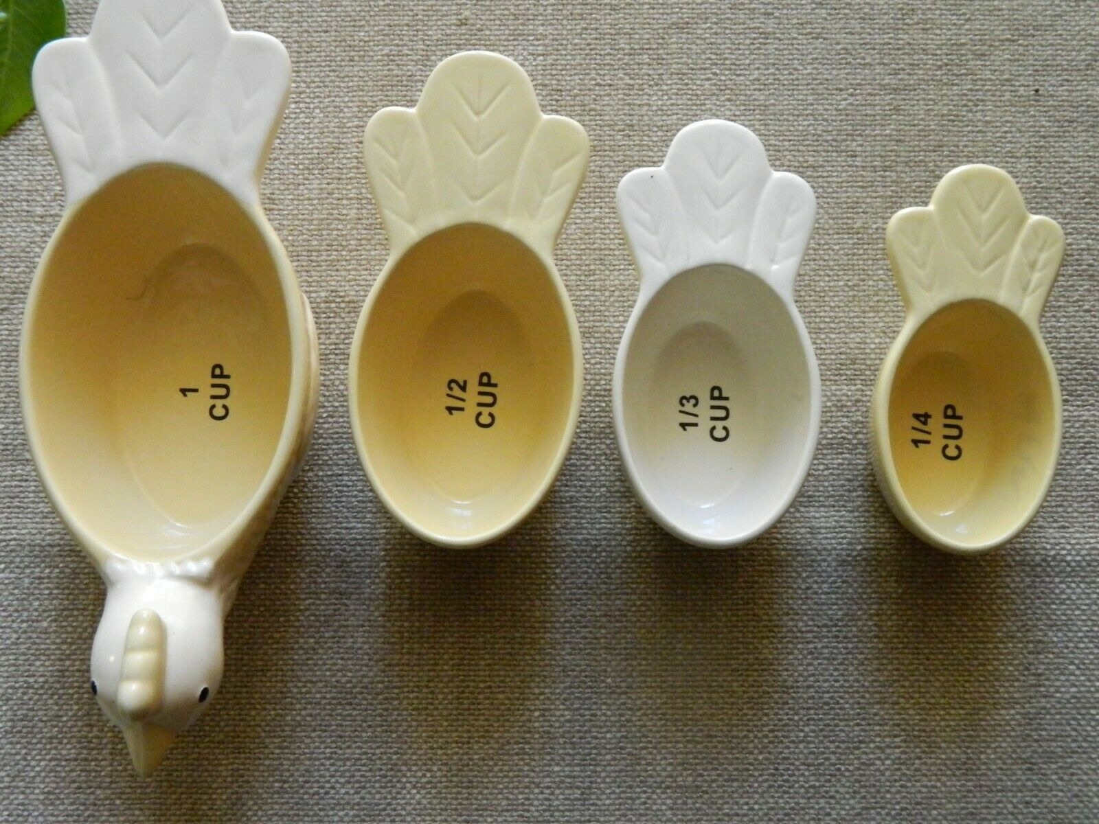 Primary image for TNT Designs Nesting Chicken Measuring Cups Yellow White 2005