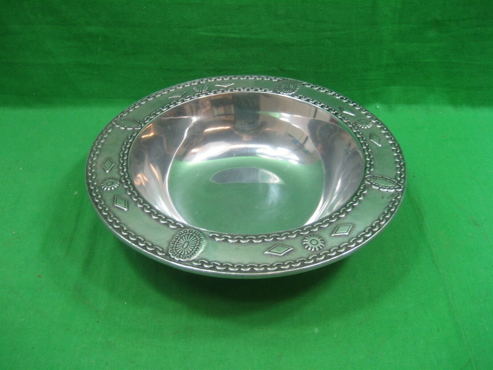 "Primary image for Wilton Armetale 10.5"" Vegetable-Salad Pewter Serving Bowl"