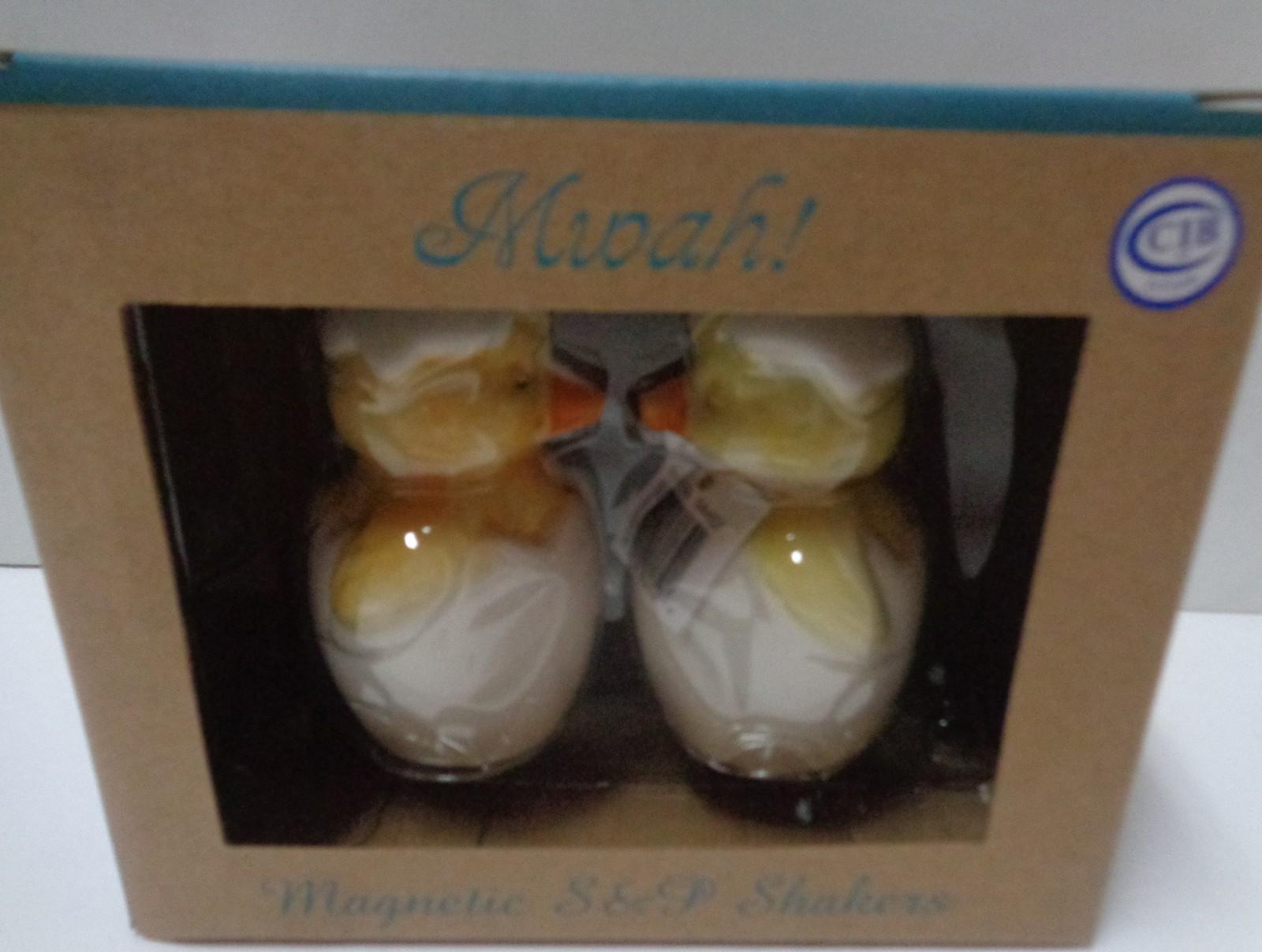 MWAH Magnetic Salt & Pepper Shakers Kissing Baby Chickens NIB Free Shipping