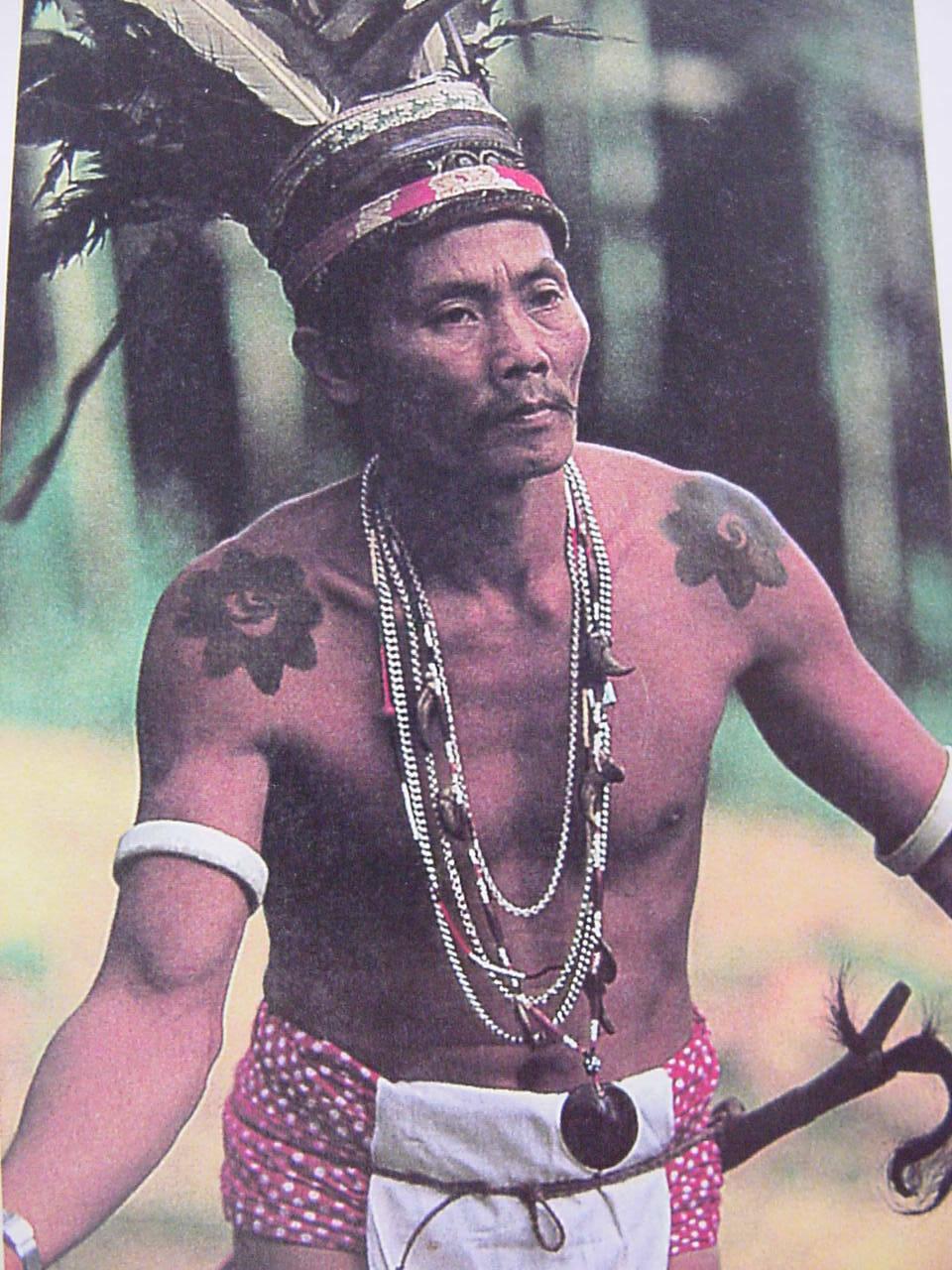 Handspun Hand woven Figural Sumba Hinggi Warp Ikat 8ft Tapestry Waeo Songket 45-