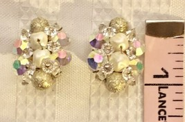 VTG 50's Mid-C. Crystal Clear Iridescent Luster Cluster Oval Shaped Earr... - $11.29
