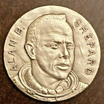 ALAN SHEPARD FIRST AMERICAN IN SPACE VINTAGE MEDALLION COIN MADE IN ITALY  - $4.98