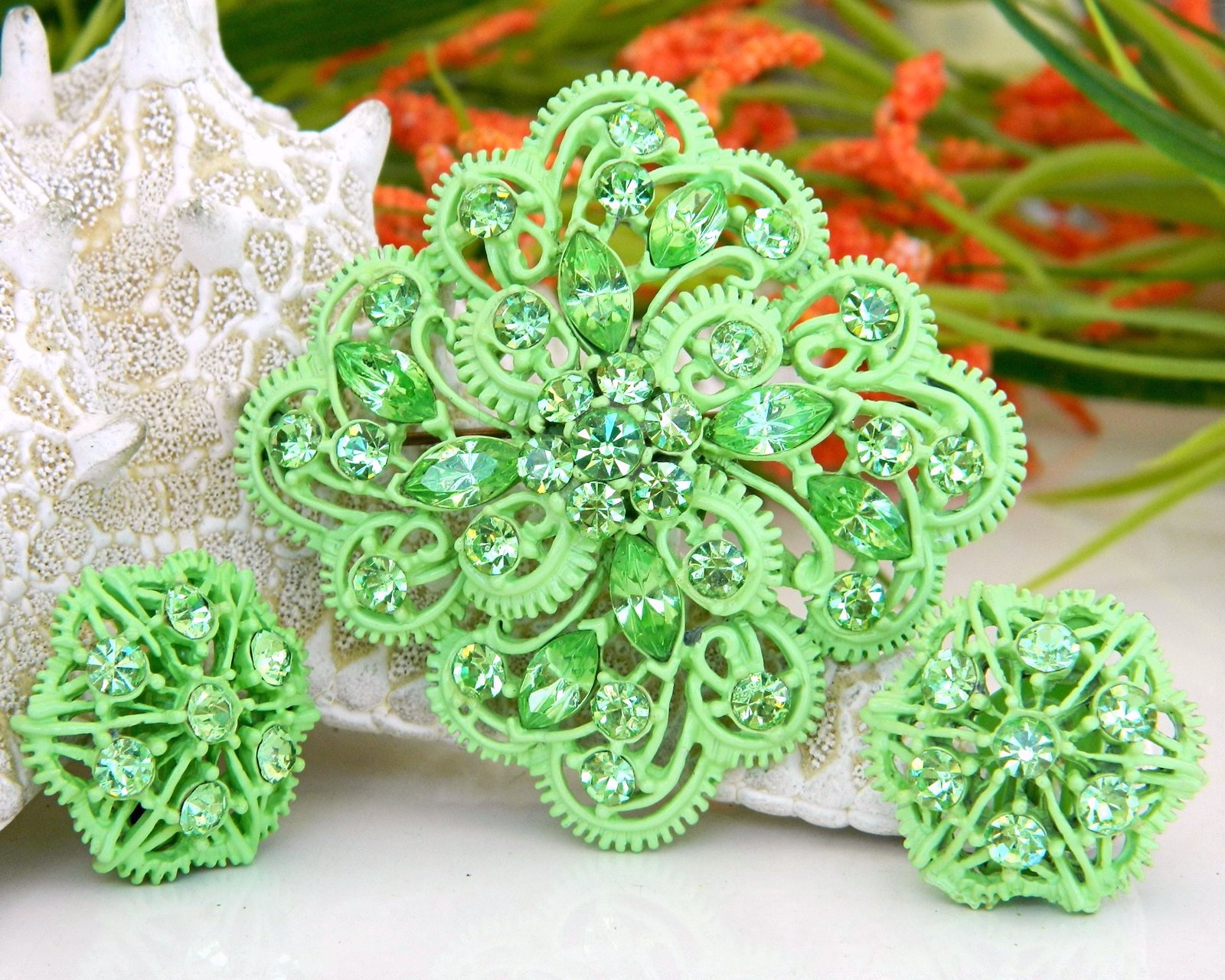 Primary image for Vintage Enamel Rhinestone Brooch Pin Earrings Demi Set Green
