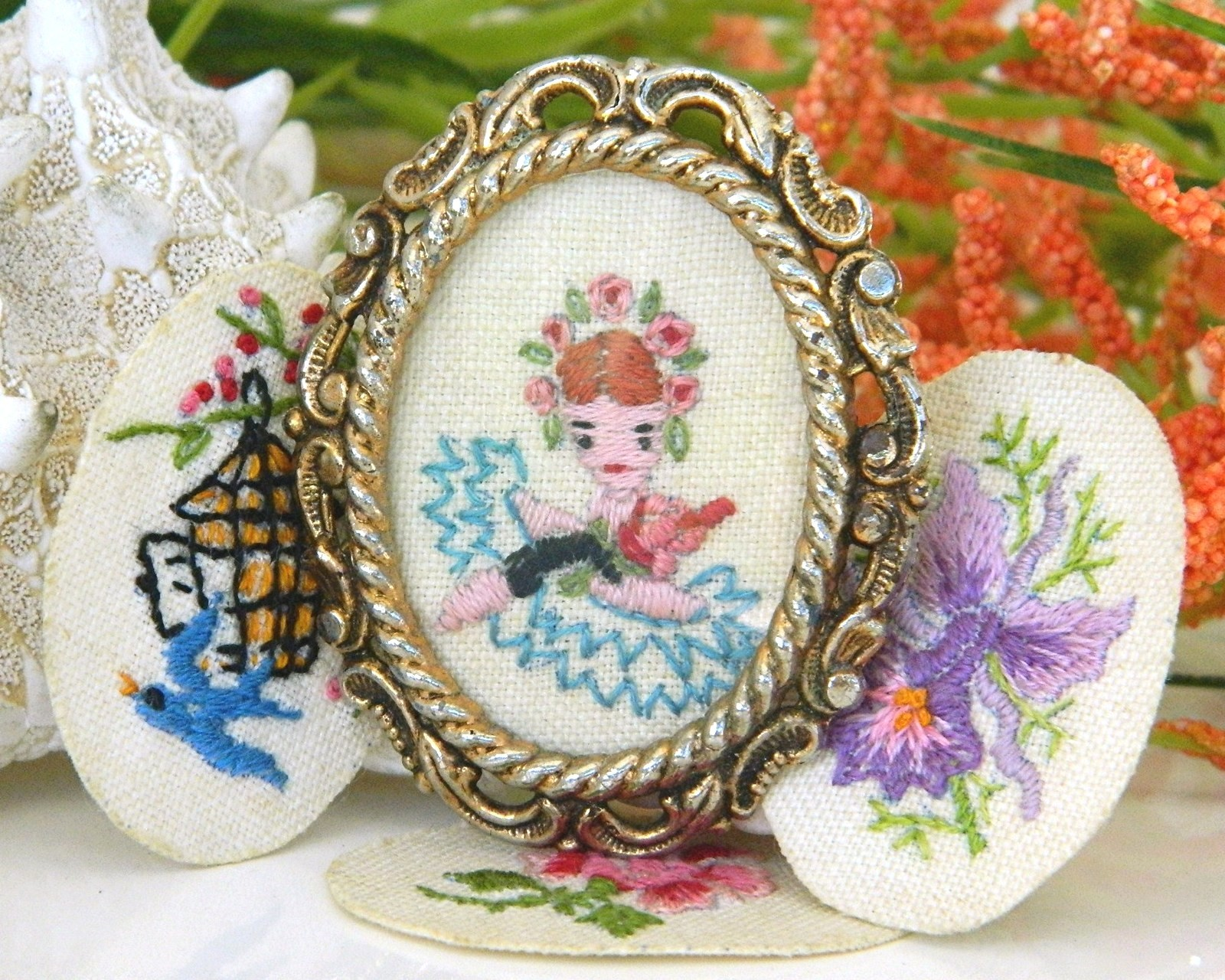 Vintage Embroidered Oval Picture Frame Brooch Pin Flowers Girl