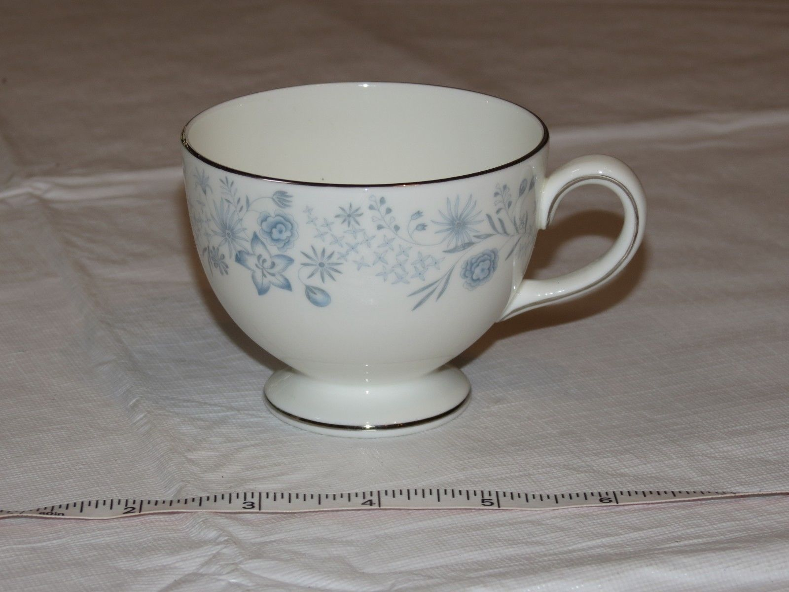 Wedgwood Belle Fleur Bone China 1 Tea Cup Made in England white blue !