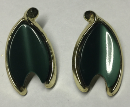 VTG Gold Tone Dark Green Thermoset Plastic Modernist Leaf Shaped Clip Ea... - $8.99