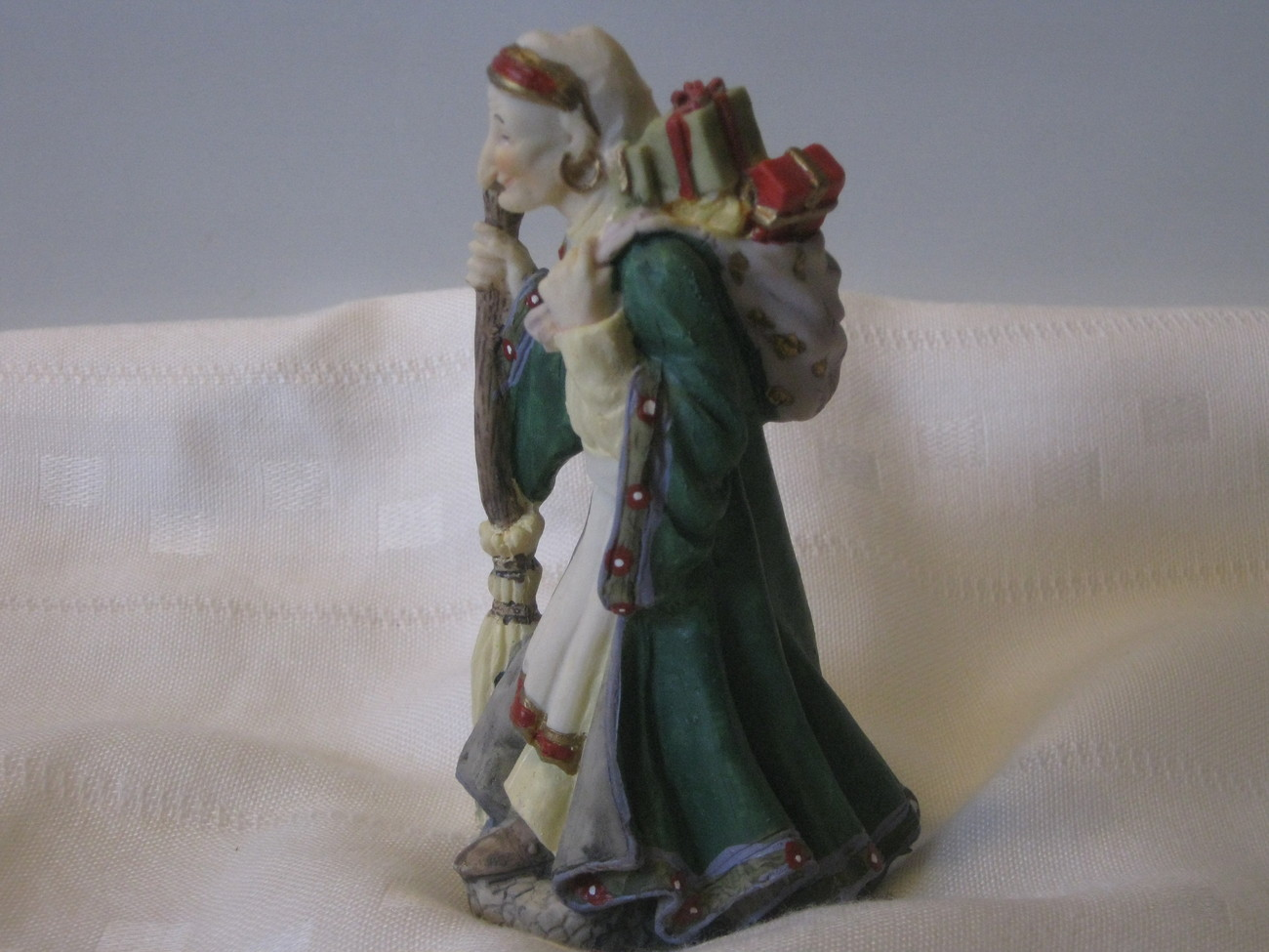 International Santa Claus Collection - La Befana - Italy, 1992