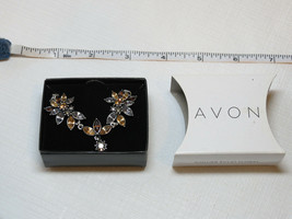 Ladies Womens Avon Sparkling Floral Necklace silvertone F3463221 NIP - $16.03