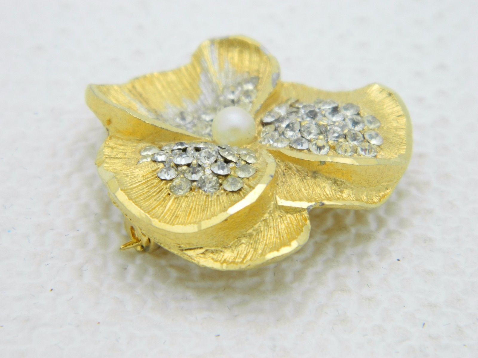 VTG BSK B.S.K. Signed Gold Tone Clear Rhinestone Faux Pearl Pansy Flower Pin
