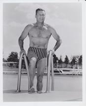 Larry Buster Crabbe Nice Abs 8x10 Photo 1913201 - $5.99