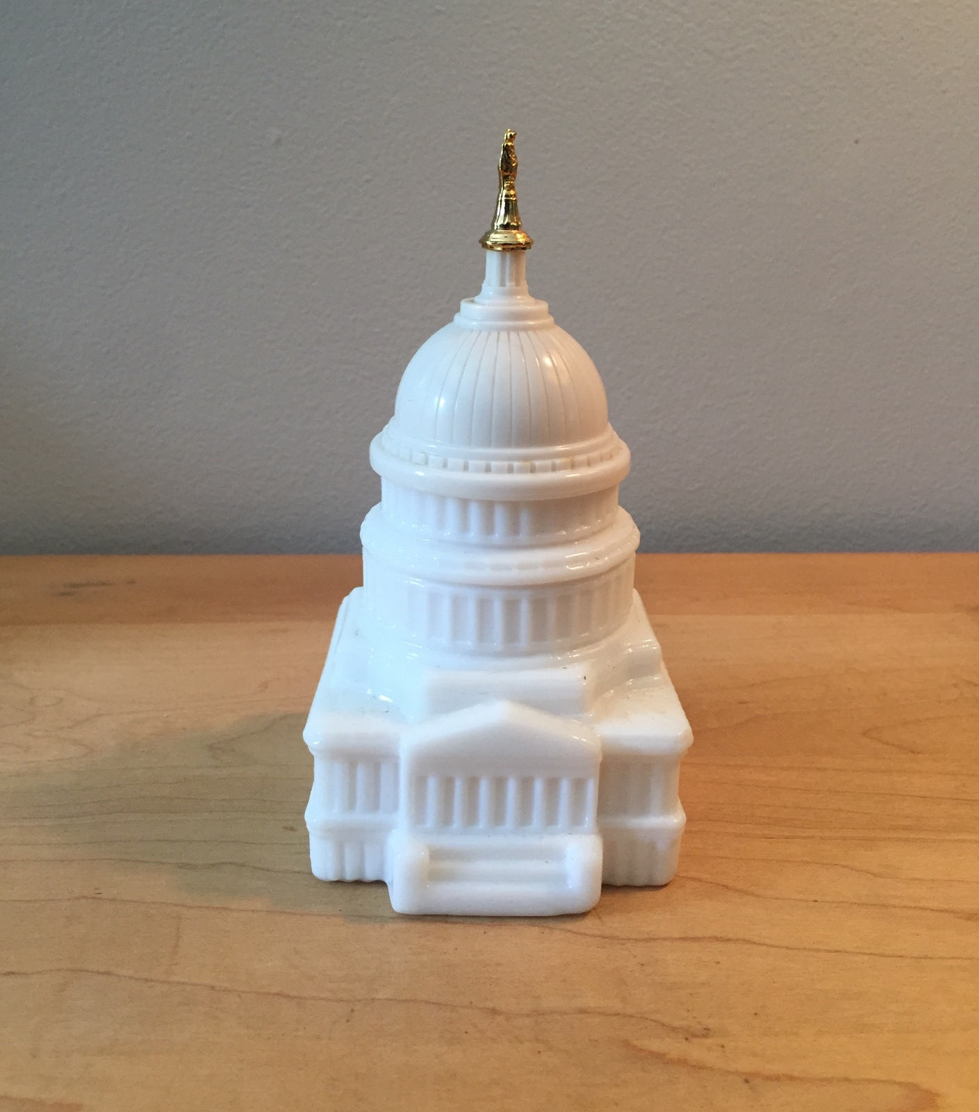 70s Avon US Capitol Building after shave bottle with gold top (Wild Country)