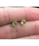 PERIDOT Round-cut gemstone Stud EARRINGS in Sterling Silver - Vintage - £25.46 GBP