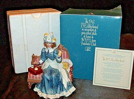 Miss Albee Award Figurine with Box Avon AA20-2155 Vintage image 3