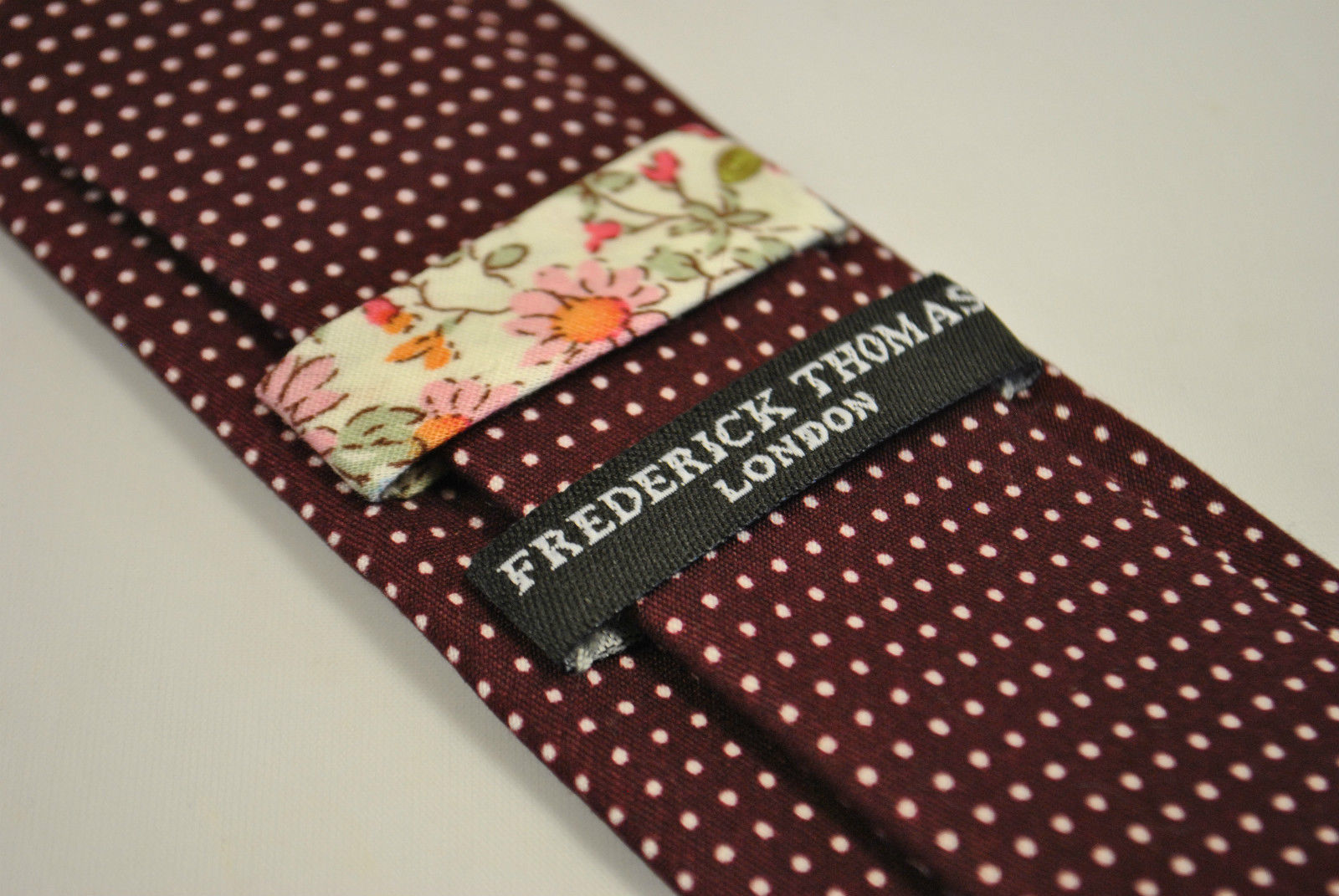 Frederick Thomas maroon spotted 100% cotton linen mens tie FT2167 RRP £19.99