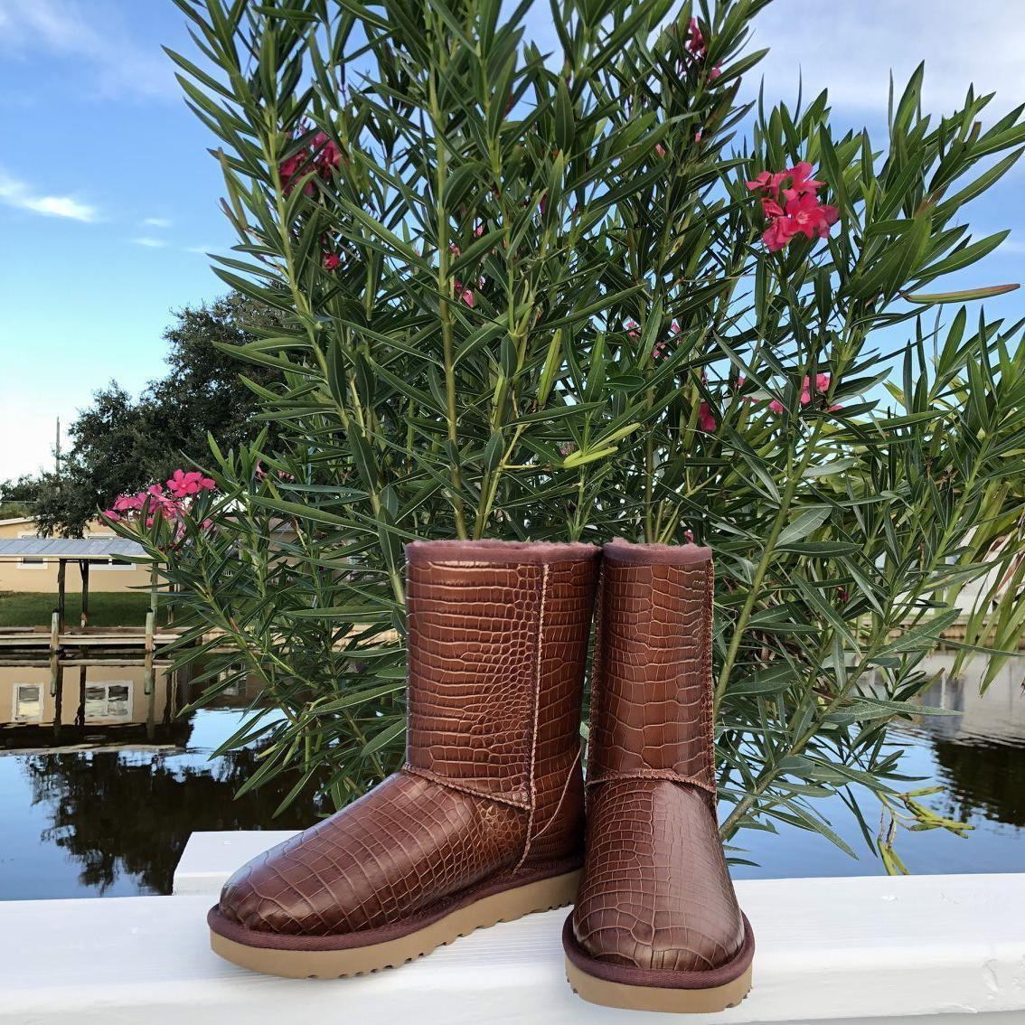 d9dfa2b10bbe S l1600. S l1600. Previous. NWT UGG Classic Short Croco Spice Leather Boots  US Size Women 7