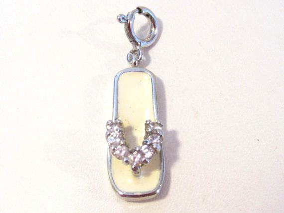 Lovely sterling silver 925 cz white stone pendant