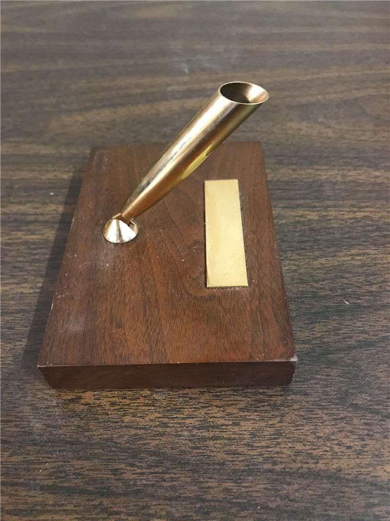 Sheaffer Fountain Pen Holder Gold Tone On Wooden Base With Engravable Nameplate
