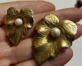 Vintage Sarah Coventry Gold Tone Grape Leaf Double Pins Lg & Small Matching Pins - $10.89