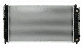 RADIATOR GM3010196 FOR 01 02 03 MALIBU GRAND AM CUTLASS ALERO L4 2.4L / V6 3.4L image 2