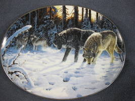 December Watch Collector Plate Winter Shadows Persis Clayton Weirs Wolves - $17.95