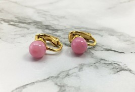 Vintage Crown Trifari Pink Round Single Stone Clip On Earrings - Gold Tone - $14.20