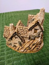The  Green Dragon Pub Cottage by David Winter Issued 1983 Figurine  image 4