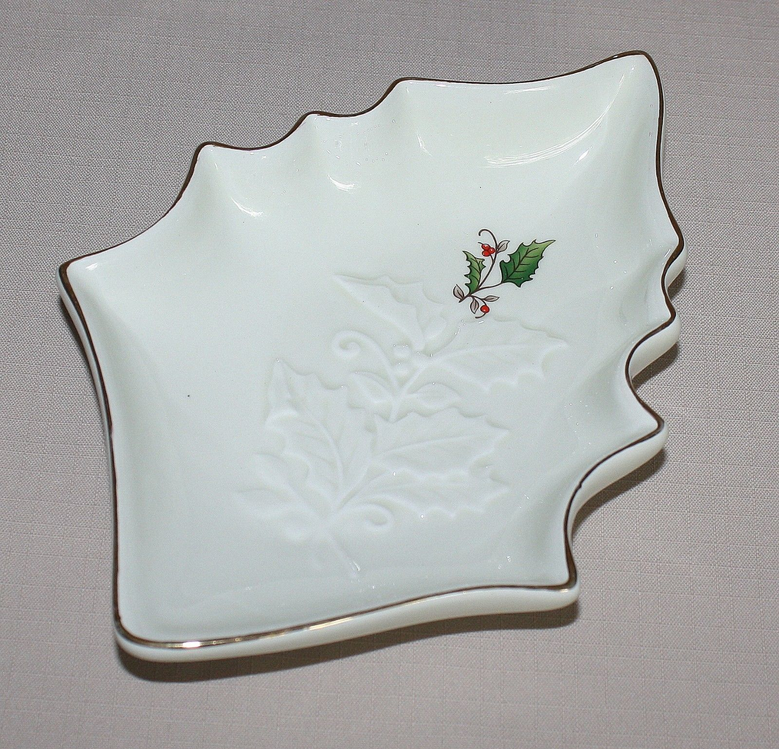 "Primary image for 9"" Home for the Holidays Holly Figural Christmas Candy Dish Ivory Embossed"